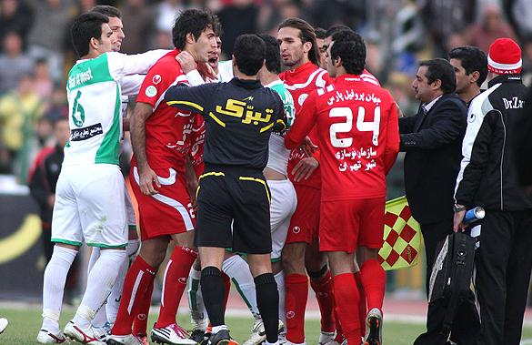 تصویر گاردین از خشونت ایرانیها علیه آقای داور!