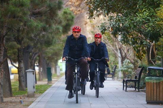 پیروز حناچی با دوچرخه به شهرداری رفت