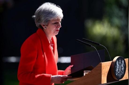 اشکهای خانم نخست وزیر پس از اعلام استعفایش