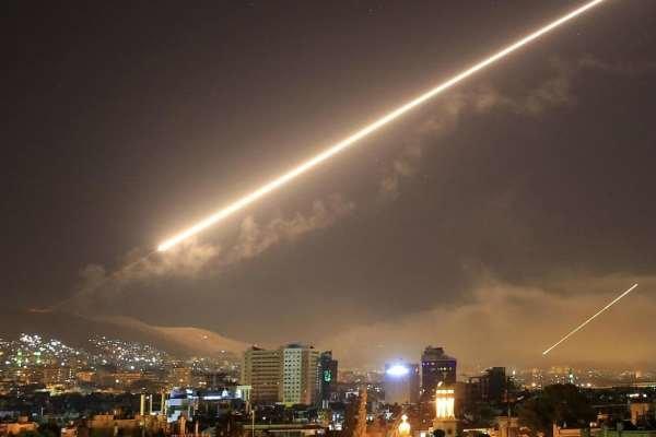 مقابله پدافند هوایی سوریه با حمله موشکی به حومه دمشق
