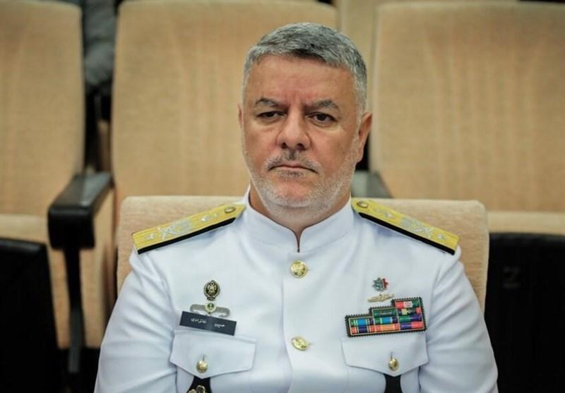 دریادار خانزادی: در ساخت زیردریایی به پیشرفتهای چشمگیری دست یافتهایم / اقتصاد بسیاری از کشورها به تنگه هرمز بستگی دارد