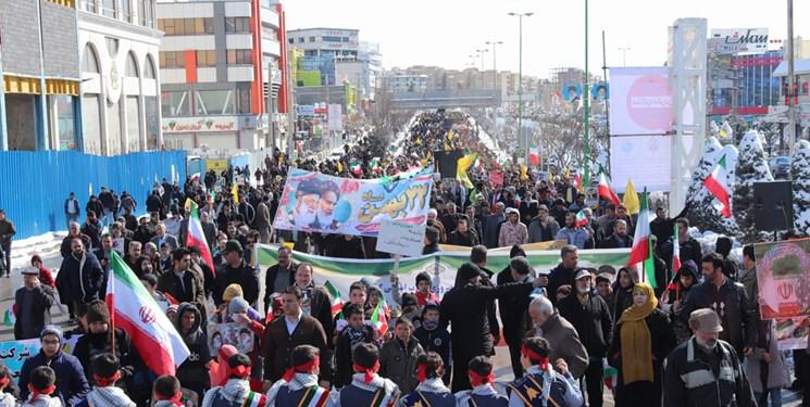 حضور پرشور ملت در راهپیمایی۲۲ بهمن میثاق ملی را به نمایش گذاشت