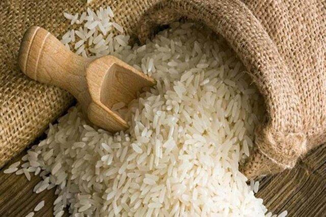 هزاران تن برنج در حال فاسد شدن/ گمرک مجوز ترخیص نمی دهد