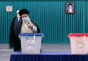 مقام معظم رهبری: هیچکس نگوید با یک رأی من اتفاقی نمیافتد/ میدان دار و صحنهگردان اصلی مردم هستند