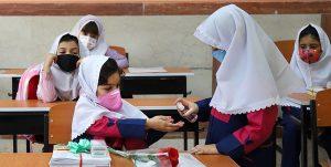 آغاز واکسیناسیون معلمان از عید غدیر / مدارس در مهرماه بازگشایی میشوند