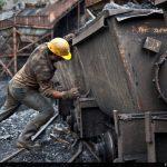 از کمردرد و آسم و بیماریهای پوستی گرفته تا سرطان/ محیط کار ناسالم چه بلایی بر سر کارگران میآورد؟