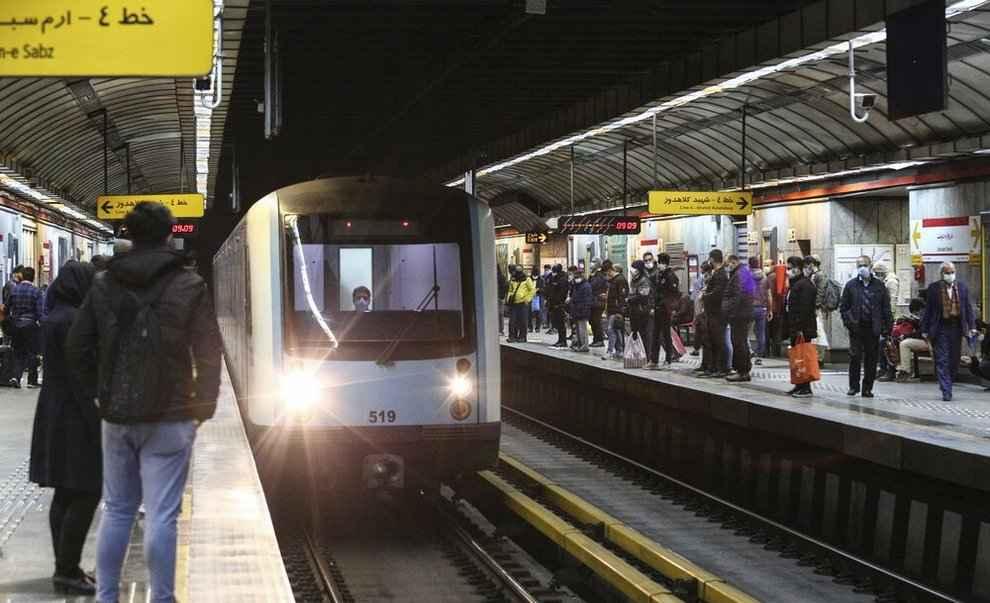 کرامت شهروندان در مترو لطمه میبیند/ عوارض مردم نباید صرف هزینههای جاری شهرداری شود