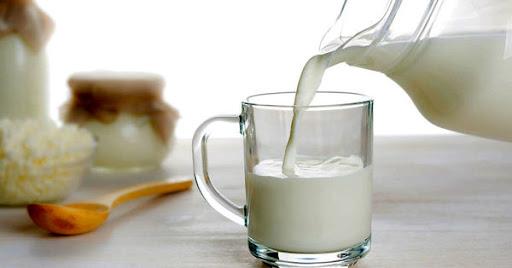 گزارش نگرانکننده مرکز آمار از رفتار مصرفی خانوار/ سرانه مصرف شیر در کشور ٣ لیوان در هفته شد